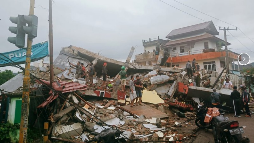 73 dead as Indonesian quake toll rises