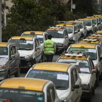 Demonstration by taxi drivers, demand to stop strikes