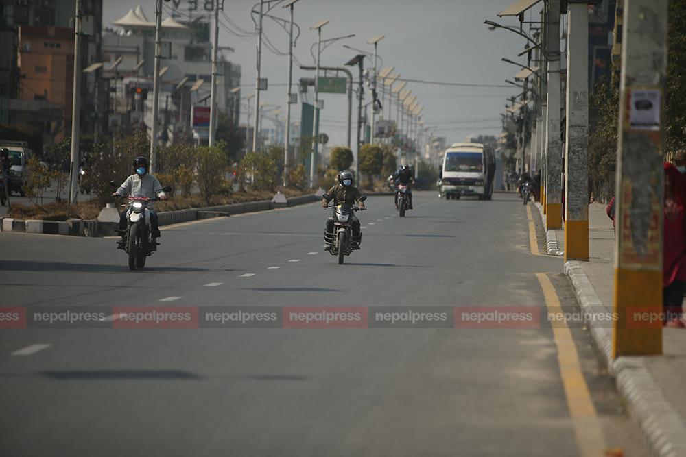 General strike loosens, vehicles on roads increase
