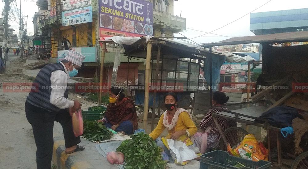 Street vegetable vendors struggling to fight hunger during the lockdown