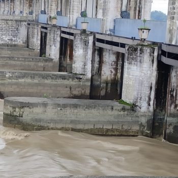 All 36 floodgates of Gandak Barrage opened as water level rises, 20 villages of Nawalparasi at high risk