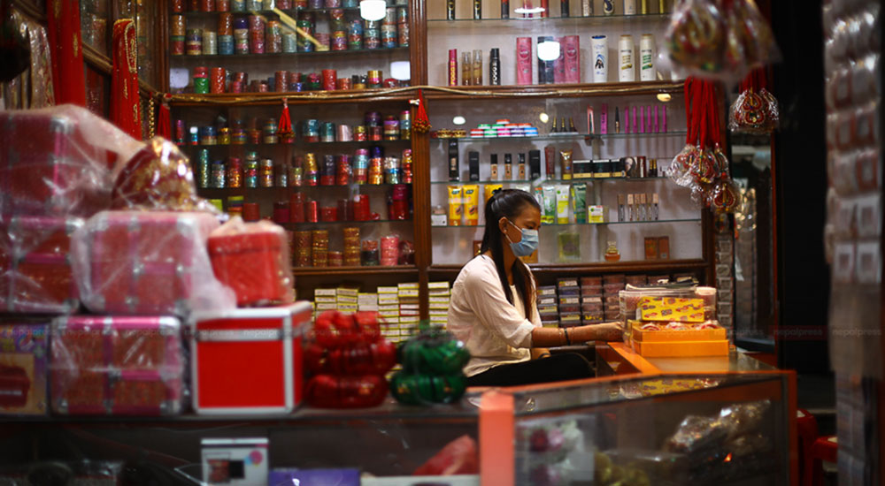Covid-19 effect: Business owners of Ason-Indrachowk spend day using mobile phones