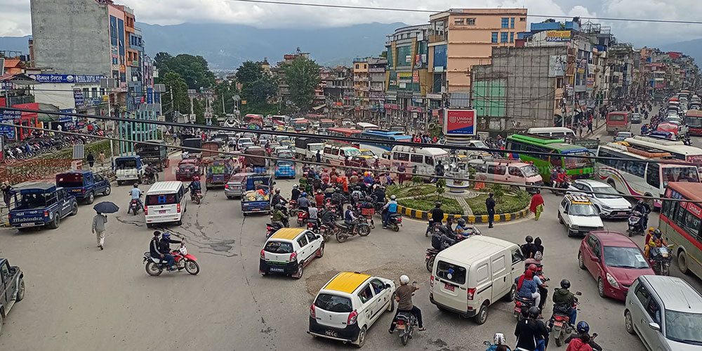 Transport entrepreneurs' protest throws city traffic out of gear