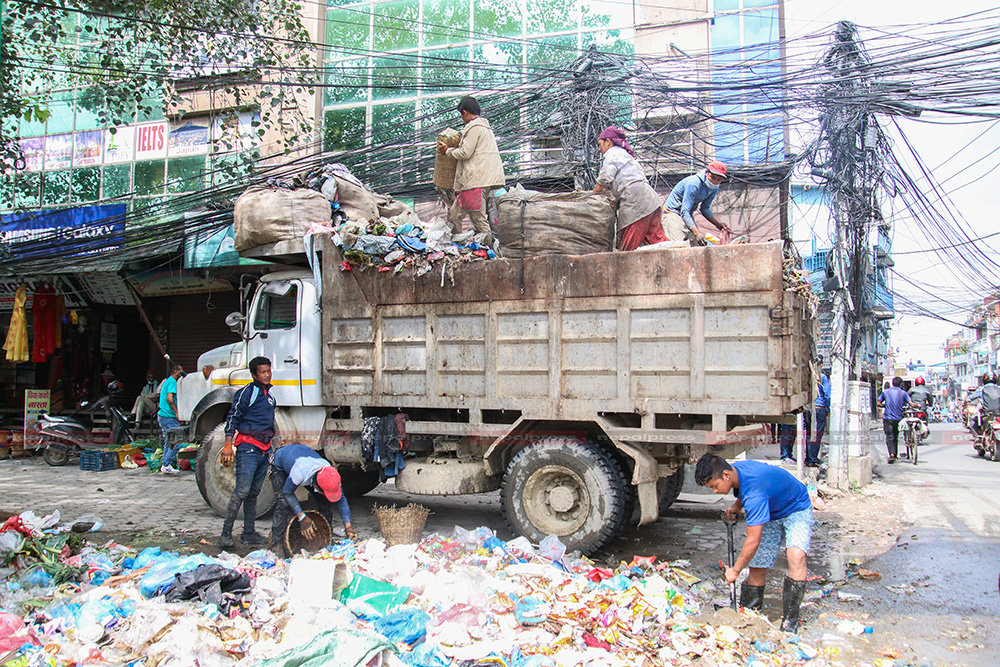KMC resumes collection of garbage in Valley (With photos)