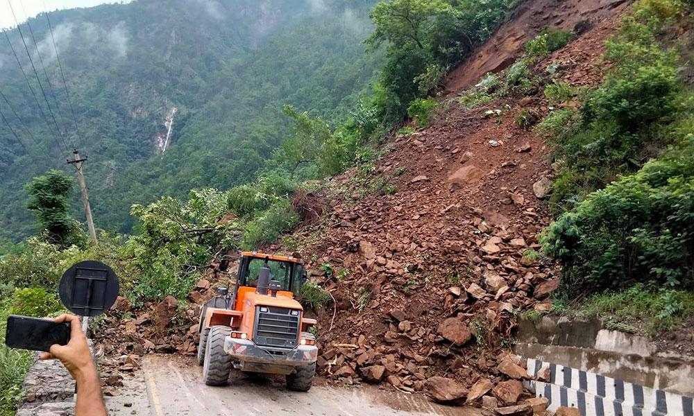 Domestic tourists stranded as landslide disrupts Nayapul-Ghandruk road