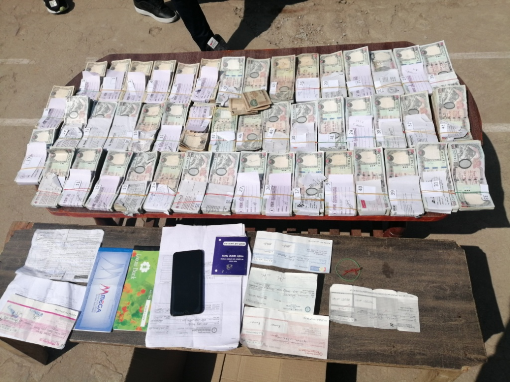 2 nabbed with undeclared money, gold from Dharan